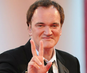 quentin tarantino waves peace signs