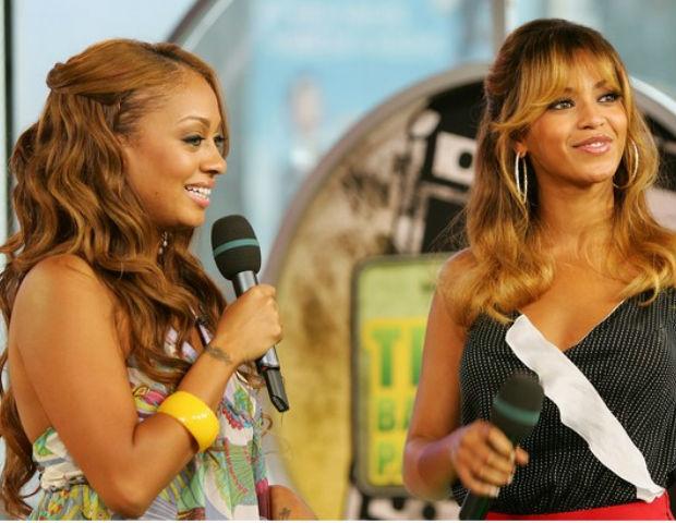 La La interviews Beyonce on MTV's TRL.